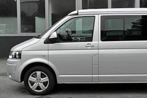 La recharge des batteries de cellule sur les véhicules équipés du freinage régénératif.