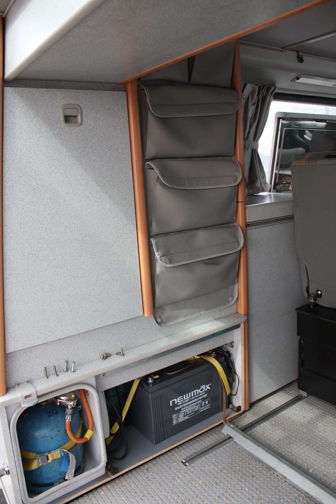 l 39 installation d 39 un panneau solaire sur un vw california. Black Bedroom Furniture Sets. Home Design Ideas